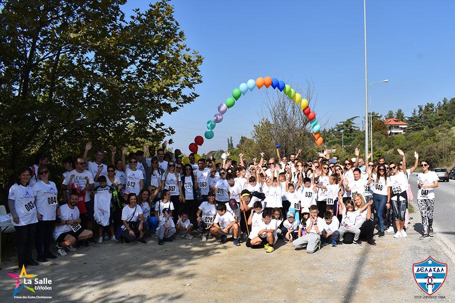 H χαρούμενη ομάδα του Κολεγίου «ΔΕΛΑΣΑΛ» που έλαβε μέρος στο 3ο Αγώνα Δρόμου «De La Salle Running Race»