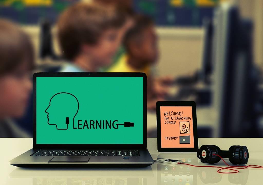 Εξ αποστάσεως εκπαίδευση: Σε αναμονή ανακοινώσεων από το Υπουργείο Παιδείας