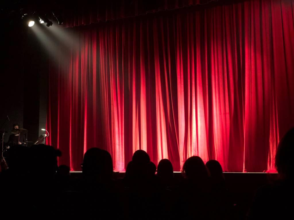 Η Ένωση μη Κερδοσκοπικών Θιάσων για τις εξελίξεις στο χώρο του θεάτρου